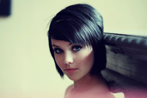 548013-black-hair-blue-eyes-bob-cut-nose-ring-short-hair-women